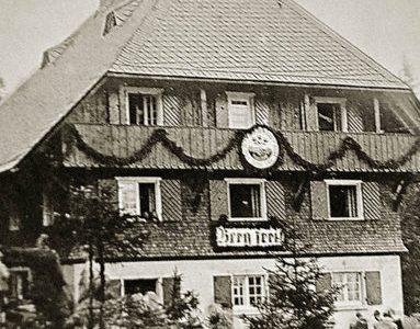 """Badische Zeitung: """"Frühlingsrose"""" am Feldberg – Das Naturfreundehaus auf dem Höchsten wird 90 Jahre alt."""